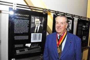George J Laurer, pencipta kod bar meninggal dunia pada usia 94 tahun. - Foto Agensi