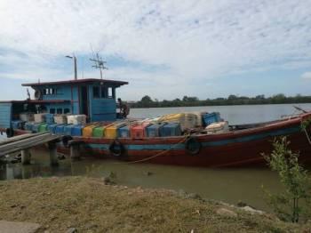 Bot kargo yang dinaiki empat warga Indonesia yang dilaporkan hilang ketika dalam pelayaran merentas perairan negara ini sejak Isnin lalu.