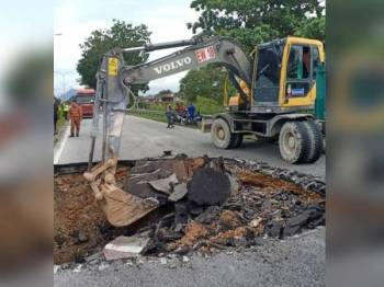 Kerja penyelenggaraan yang dijalankan.di Seksyen 3.0 Jalan Pasir Putih-Lahat.