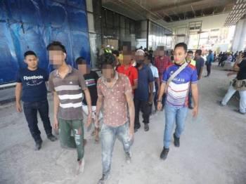 Antara pendatang asing yang ditahan untuk siasatan lanjut.