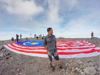 Antara gambar-gambar Loe ketika melakukan pendakian gunung di serata dunia.