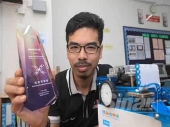 Mazlan tidak sangka akan dinobatkan sebagai penerima Anugerah Mentor di World Championship MakeX Robotics Competition 2019 di Guangzhou, China minggu lalu.