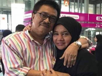 Rosni bersama Allahyarham suaminya.