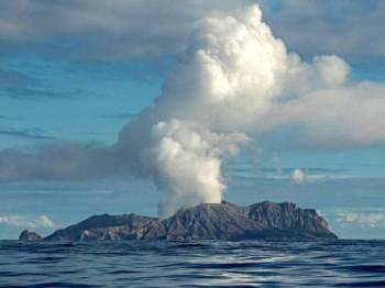 Letusan gunung berapi di White Island, New Zealand, pada Isnin lalu. -Foto AFP