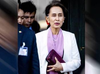 Suu Kyi meninggalkan Peace Palace di The Hague pada hari terakhir perbicaraan tiga hari kes genosid terhadap Myanmar hari ini. - Foto: AFP