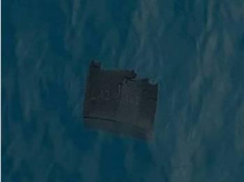Antara serpihan bangkai pesawat C-130 milik tentera udara Chile yang ditemukan. - Foto: AP