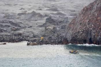 Usaha mencari dua lagi mayat diteruskan di sekitar kawasan White Island hari ini. - Foto: AFP
