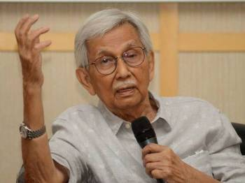 Tun Daim Zainuddin ketika sesi dialog bertajuk Cabaran Ekonomi di Malaysia Baru bersama usahawan-usahawan negeri Pulau Pinang hari ini. - Foto Bernama