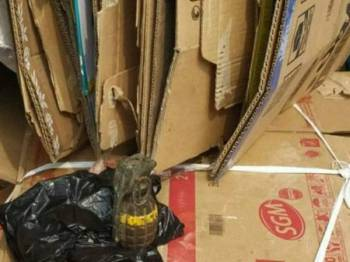 Sebutir bom tangan ditemui di sebuah pusat kitar semula di Jawa Tengah. - Foto: Agensi