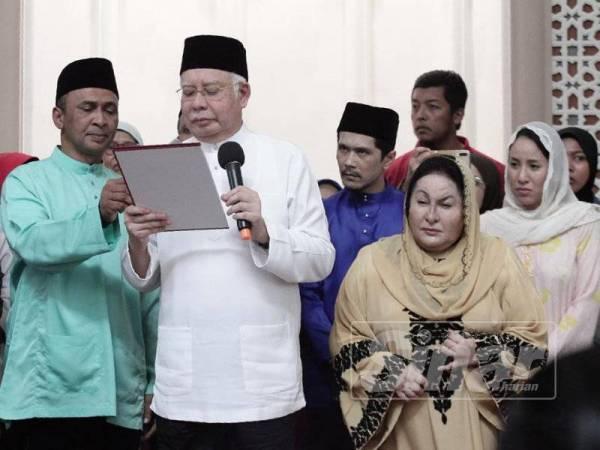 Najib melafazkan Sumpah Mubahalah di Masjid Jamek Kampong Bharu, sebentar tadi. -Foto Sinar Harian ZAHID IZZANI