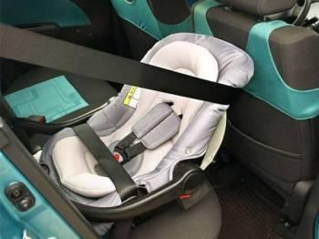 Kerusi keselamatan kanak-kanak hanya diwajibkan kepada kereta persendirian. - Foto 123RF
