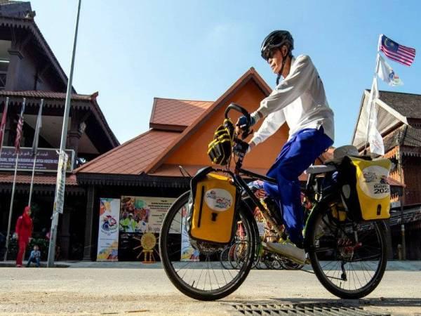 Wan Hashim memulakan kayuhan solonya menjelajah Selatan Thailand sejauh 600km. - Foto Bernama