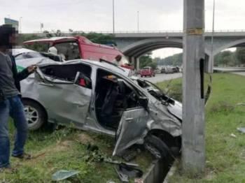 Seorang pelancong maut selepas kenderaan e-hailing dinaiki bersama rakannya terbabas di Kilometer 41.8 di Cyberjaya semalam.