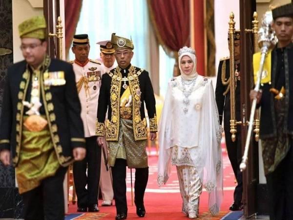 Sultan Abdullah Ri'ayatuddin Al-Mustafa Billah Shah selamat ditabalkan secara rasmi sebagai Yang di-Pertuan Agong ke-16. -Foto Bernama