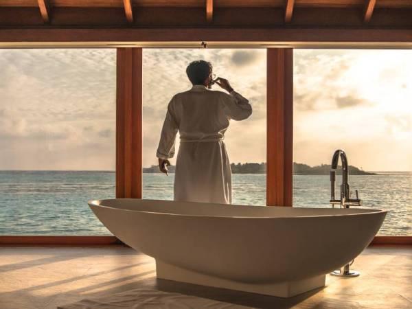 WAKTU yang sesuai untuk bercukur adalah selepas mandi kerana kulit lebih lembut.