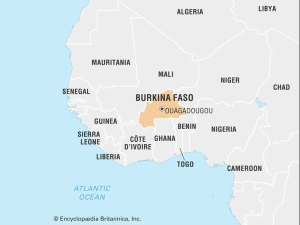 Letupan bom yang mengenai sebuah bas meragut 14 nyawa termasuk tujuh kanak-kanak di Burkina Faso.