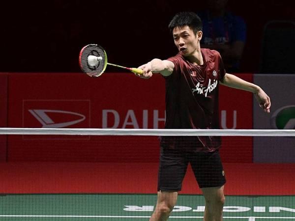 Atlet negara Liew Daren ketika beraksi menentang Zhao Jun Peng dari China pada pusingan pertama perseorangan lelaki Kejohanan Badminton Perodua Malaysia Master 2020 di Axiata Arena Bukit Jalil hari ini. -Foto Bernama