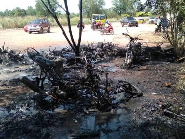 Sebanyak 12 motosikal hangus dalam kebakaran dekat depoh simpanan lori syarikat pembersihan di Jalan Sungai Jagung Lencongan Barat Sungai Petani hari ini.