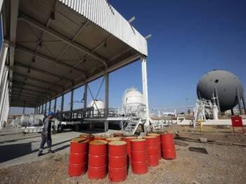 Harga minyak meningkat susulan kebimbangan konflik yang sedang memuncak antara Iran dan AS. - AGENSI