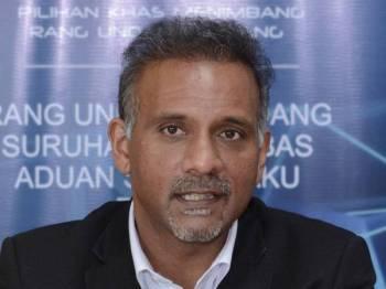 Ramkarpal Singh mengadakan sidang media pada sesi pendengaran awam mengenai rang undang-undang IPCMC di Wisma Darul Iman hari ini. - Foto Bernama