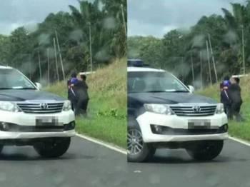 Tangkap layar daripada video tular penunggang motosikal dipukul individu dipercayai pegawai JPJ.