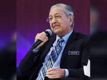 Perdana Menteri Tun Dr Mahathir Mohamad ketika sesi dialog semasa hadir pada Forum Integriti Bank Rakyat 2020 hari ini. -fotoBERNAMA