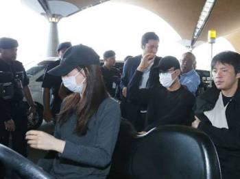 Kento Momota dan dua pegawai sukan Jepun yang cedera dalam kemalangan awal pagi Isnin lalu, tiba di Lapangan Terbang Antarabangsa Kuala Lumpur (KLIA) pagi ini untuk pulang ke Jepun.