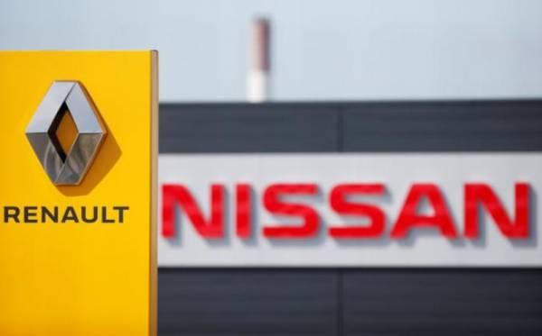 EKSEKUTIF Nissan membuat rancangan kontingensi untuk berpecah dengan Renault, dilihat bagi tujuan mempercepatkan penjualan saham pengeluar kereta Perancis itu.