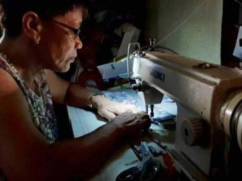 Mantuano menjahit lebih 400 topeng muka selepas menerima banyak sumbangan kain. - Foto Agensi