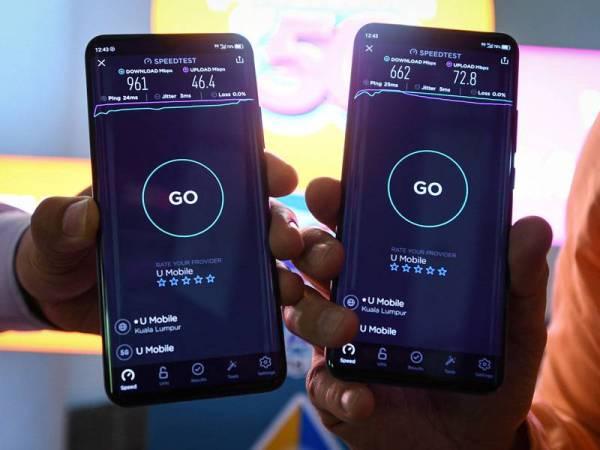 Para pengguna telefon pintar juga dapat memeriksa tahap kelajuan (speedtest) internet U Mobile pada kes kegunaan 5G U Mobile hari ini. - Foto Bernama