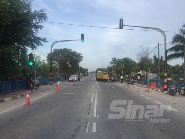 Lokasi kemalangan yang mengakibatkan seorang pelajar Tingkatan Satu maut manakala seorang lagi cedera dalam kejadian berlaku pagi tadi.