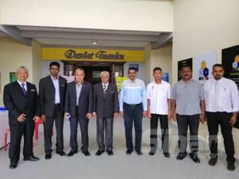 Sivanesan (empat dari kiri) ketika hadir dalam perjumpaan bersama guru-guru kauseling sekolah menengah negeri Perak bagi taklimat program TVET dan kerjaya di Sekolah Menengah Kebangsaan (SMK) Sains Tapah hari ini.