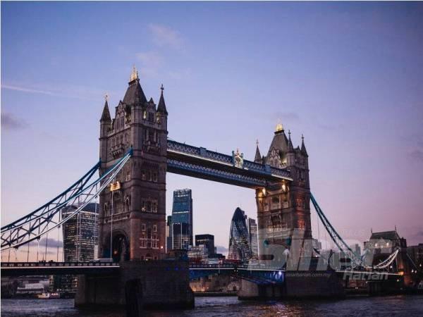 DIANGGARKAN hampir 8.1 juta orang tinggal di London, ibu negara United Kingdom.