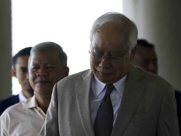 Najib hadir pada perbicaraan kesnya atas tuduhan pecah amanah, salah guna kuasa dan pengubahan wang haram membabitkan dana RM42 juta milik SRC di Kompleks Mahkamah Kuala Lumpur hari ini.