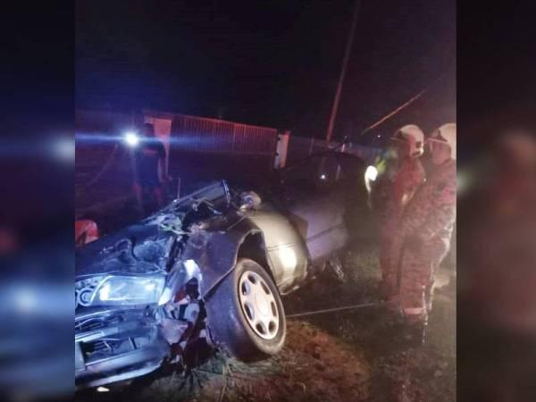 Keadaan kereta dinaiki mangsa selepas terbabit dalam kemalangan di Kampung Sungai Kuali Serkat di sini awal pagi tadi.