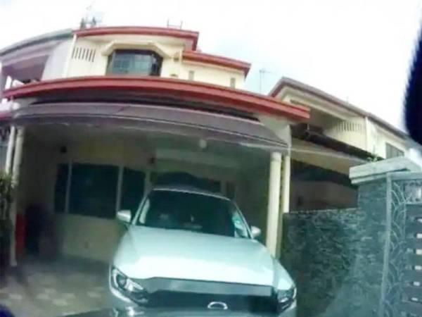 Polis berjaya menahan salah seorang suspek berhubung kes pecah masuk rumah di Damansara Jaya.