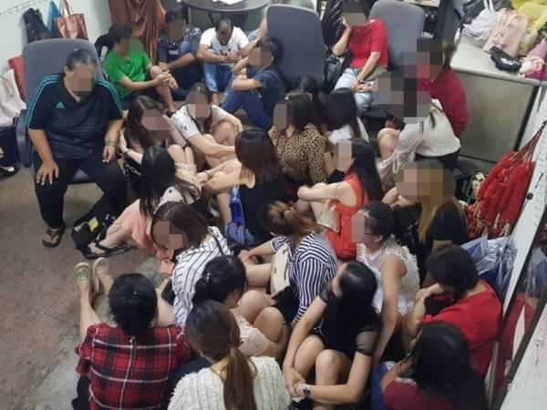 Antara yang ditahan dalam operasi Imigresen di Jalan Pudu dan Sri Petaling semalam.