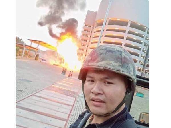 Jakapanth turut memuat naik gambar dirinya ketika melancarkan serangan tembakan di bandar Korat tersebut. - Foto Agensi