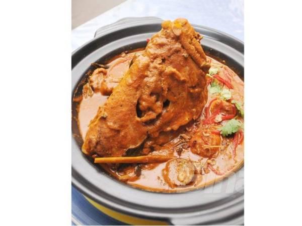 KARI kepala ikan di Black Mango Kitchen, Hotel Merrida, Klang, Selangor ditawarkan pada harga antara RM38 hingga RM58 setiap hidangan.