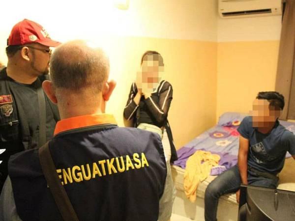 Pasangan remaja yang mengaku hanya singgah sebentar dengan menyewa bilik serendah RM30 untuk tempoh dua jam.