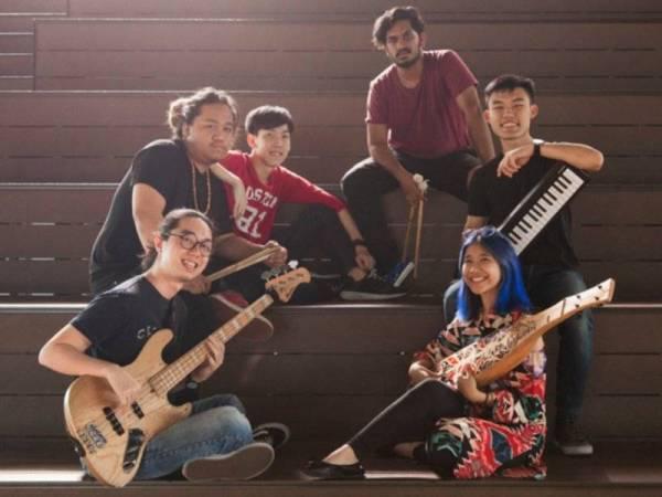 (Dari kiri) Kar Ming, Sing Hau, Shaddad, Roy, Tasneem dan Ji Yong selesa bersahabat meskipun berbeza latar belakang.