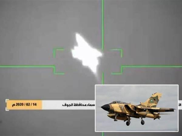 Gambar disiarkan oleh stesen TV al-Masirah menunjukkan detik ketika pemberontak Houthi menembak jatuh pesawat pejuang Tornado milik Arab Saudi di ruang udara wilayah al-Jawf di Yemen pada Jumaat lalu. - Foto Agensi