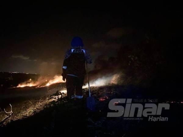 Bomba ambil masa sehingga lapan jam untuk memadam kebakaran sejak jam 4 petang semalam.