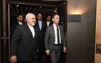 Menteri Luar Jerman, Heiko Maas (kanan) ketika bertemu rakan sejawatannya dari Iran, Mohammad Javad Zarif di Munich pada Sabtu lalu. - FOTO: AGENSI