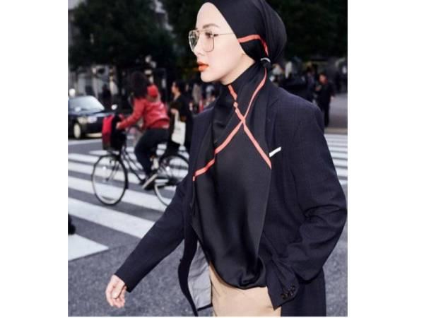 SELAIN material berkualiti yang ideal dengan cuaca di negara ini, koleksi The Go Far juga hadir dalam warna bold seperti hitam dan jingga yang menyerlahkan aura wanita berani.
