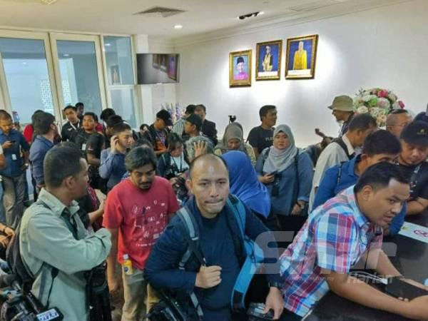 Petugas media dibenarkan masuk ke dalam Istana Negara hari ini. - FOTO SHARIFUDIN ABDUL RAHIM