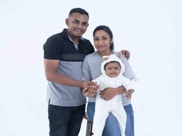 Praba bersama isteri, Chithra dan anak mereka, Tosikha.