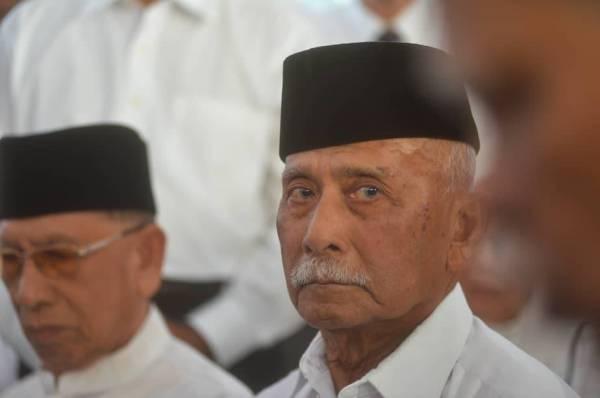 Bekas Ketua Polis, Tun Mohamed Haniff Omar pada Penyembahan Memorandum menyelamatkan Malaysia daripada kehancuran di Pintu 3 Istana Negara hari ini. Foto: SHARIFUDIN ABDUL RAHIM