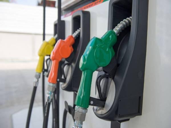 Covid-19 menyebabkan permintaan minyak dunia mengalami kejatuhan. -Foto 123rf
