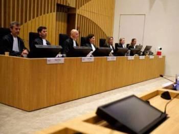 Suasana bilik perbicaraan di Mahkamah Daerah The Hague di Kompleks Kehakiman Schipol (JCS) sunyi seketika apabila pihak pendakwaan membacakan satu demi satu nama 298 mangsa yang terkorban. Foto: AFP
